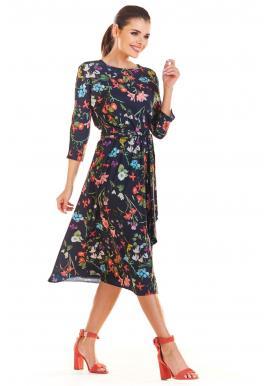 Kvetované dámske šaty tmavomodrej farby s viazaním v páse