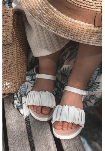Trendy detské sandálky v bielej farbe