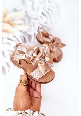 Trendy detské sandále s mašličkou v zlatej farbe