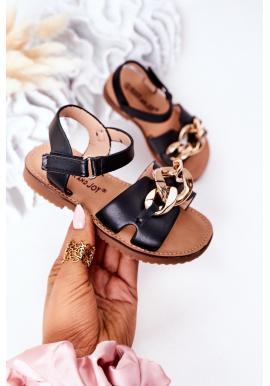 Štýlové detské sandále s retiazkou v čiernej farbe