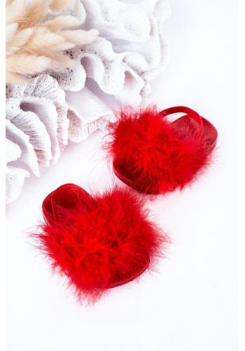 Módne dievčenské šľapky s kožušinkou v červenej farbe