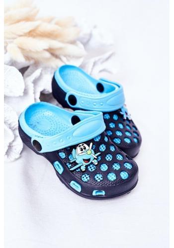Módne detské penové šľapky v modrej farbe