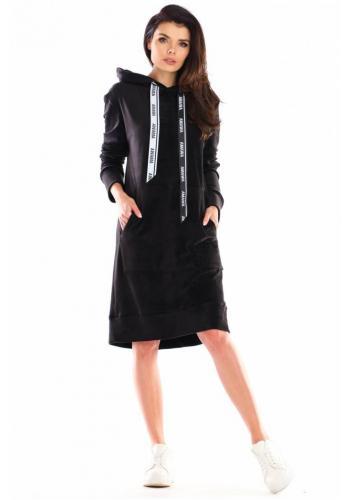 Velúrové dámske šaty čiernej farby s veľkým predným vreckom