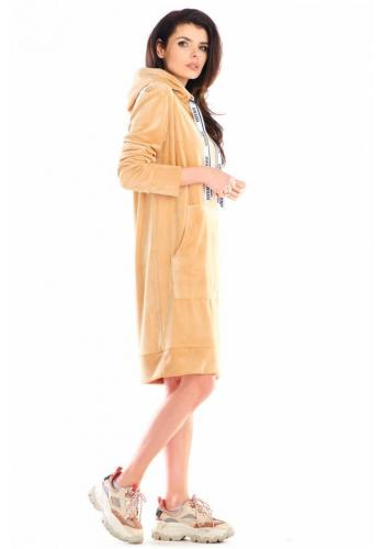 Béžové velúrové šaty s veľkým predným vreckom pre dámy