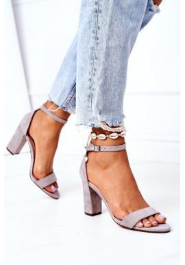 Trendy sandále na opätku sivej farby