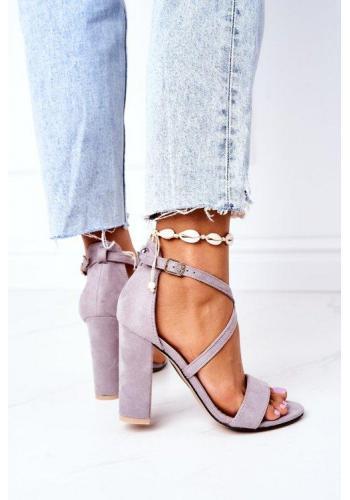 Módne dámske sandále na opätku s remienkami v sivej farbe