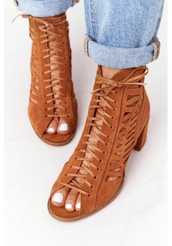 Ažúrové dámske topánky hnedej farby na stabilnom podpätku