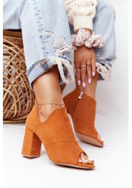 Dámske semišové topánky na stabilnom podpätku v hnedej farbe