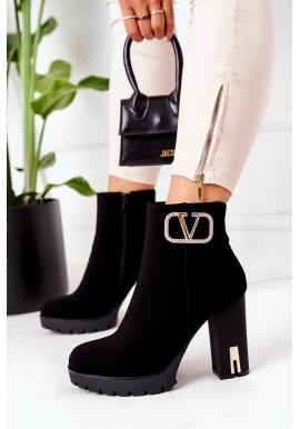 Krátke dámske čižmy čiernej farby na stabilnom podpätku