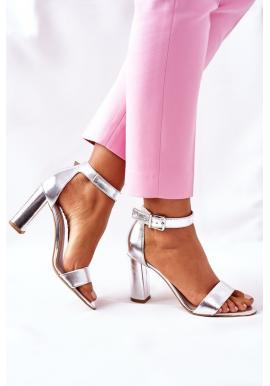 Dámske elegantné sandále na stabilnom podpätku v striebornej farbe