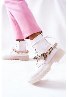 Štýlové dámske čižmy bielej farby so zlatou retiazkou