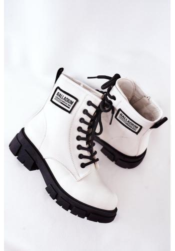 Biele oteplené čižmy s čiernymi šnúrkami pre deti