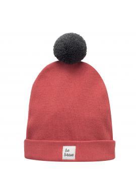 Štýlová detská čiapka s brmbolcom v červenej farbe