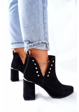 Čierne čižmy na stĺpiku s výrezmi pre dámy