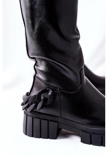 Dámske zateplené čižmy na podpätku s retiazkou v čiernej farbe