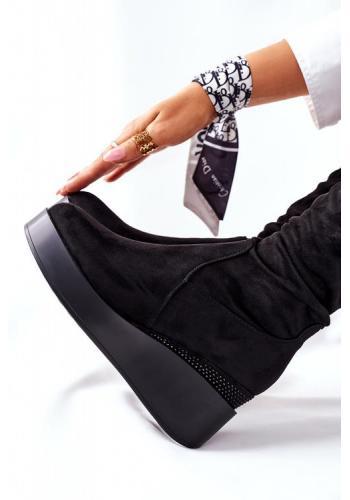 Čierne semišové čižmy na klínovom podpätku pre dámy