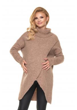 Asymetrický tehotenský sveter s rolákom v béžovej farbe